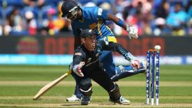 New-Zealand-vs-Sri-Lanka-1st-ODI-Live-Score-10-Nov-2013